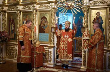 Митрополит Феодор совершил Пасхальную вечерню в Казанском кафедральном соборе