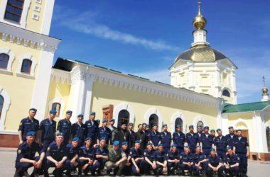 Военнослужащих познакомили с историей Никольского собора