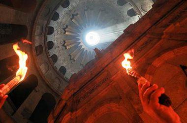 В храме Воскресения Христова в Иерусалиме сошел Благодатный огонь