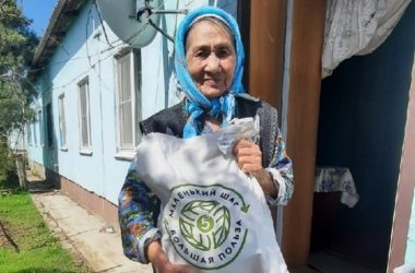 Православные волонтеры с пасхальными подарками приехали к жителям поселка Красный Октябрь