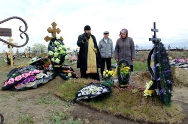 Православные камышане помолились об усопших родных