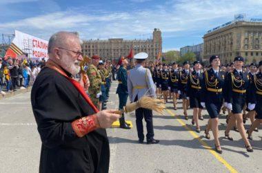 Руководитель Отдела по взаимодействию с Вооруженными Силами благословил военных на участие в параде
