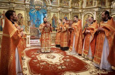 Митрополит Феодор совершил Пасхальное богослужение в Казанском соборе