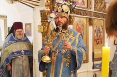 Митрополит Феодор возглавил Литургию в храме Успения Богородицы