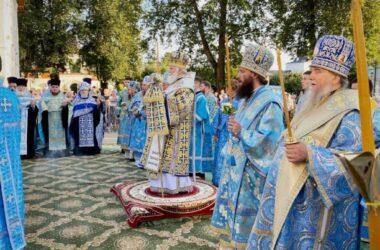 Митрополит Феодор принимает участие в торжествах по случаю Толгина дня