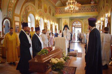 В Волгоградской епархии простились с протоиереем Владимиром Поляковым