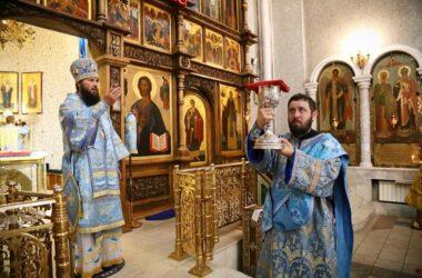 В храме преподобного Сергия Радонежского чествовали Смоленскую икону Богородицы