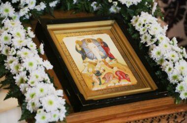 Всенощное бдение в храме Преображения Господня возглавил митрополит Феодор