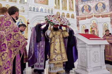 Митрополит Феодор совершил чин воздвижения Креста Господня